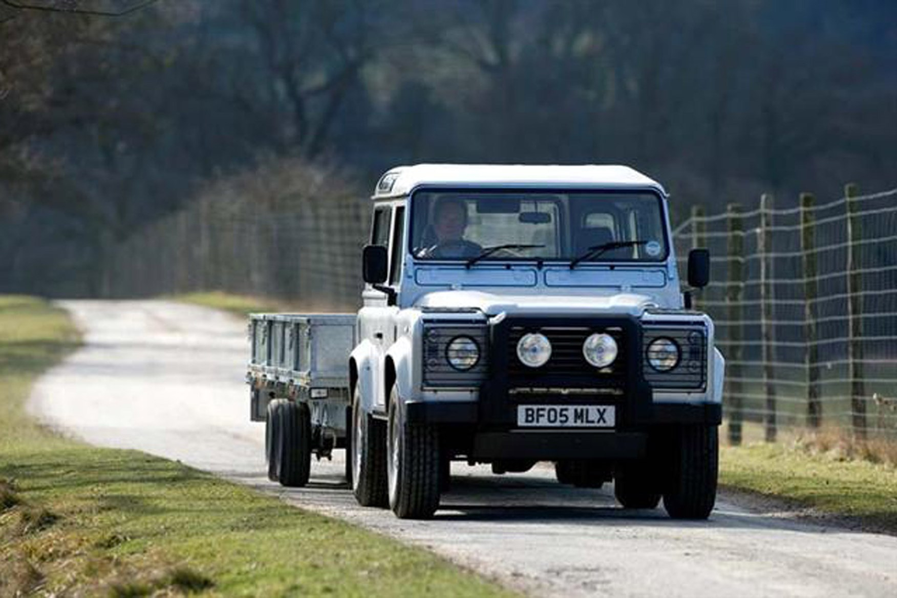 Land Rover Defender review on Parkers Vans - towing capability