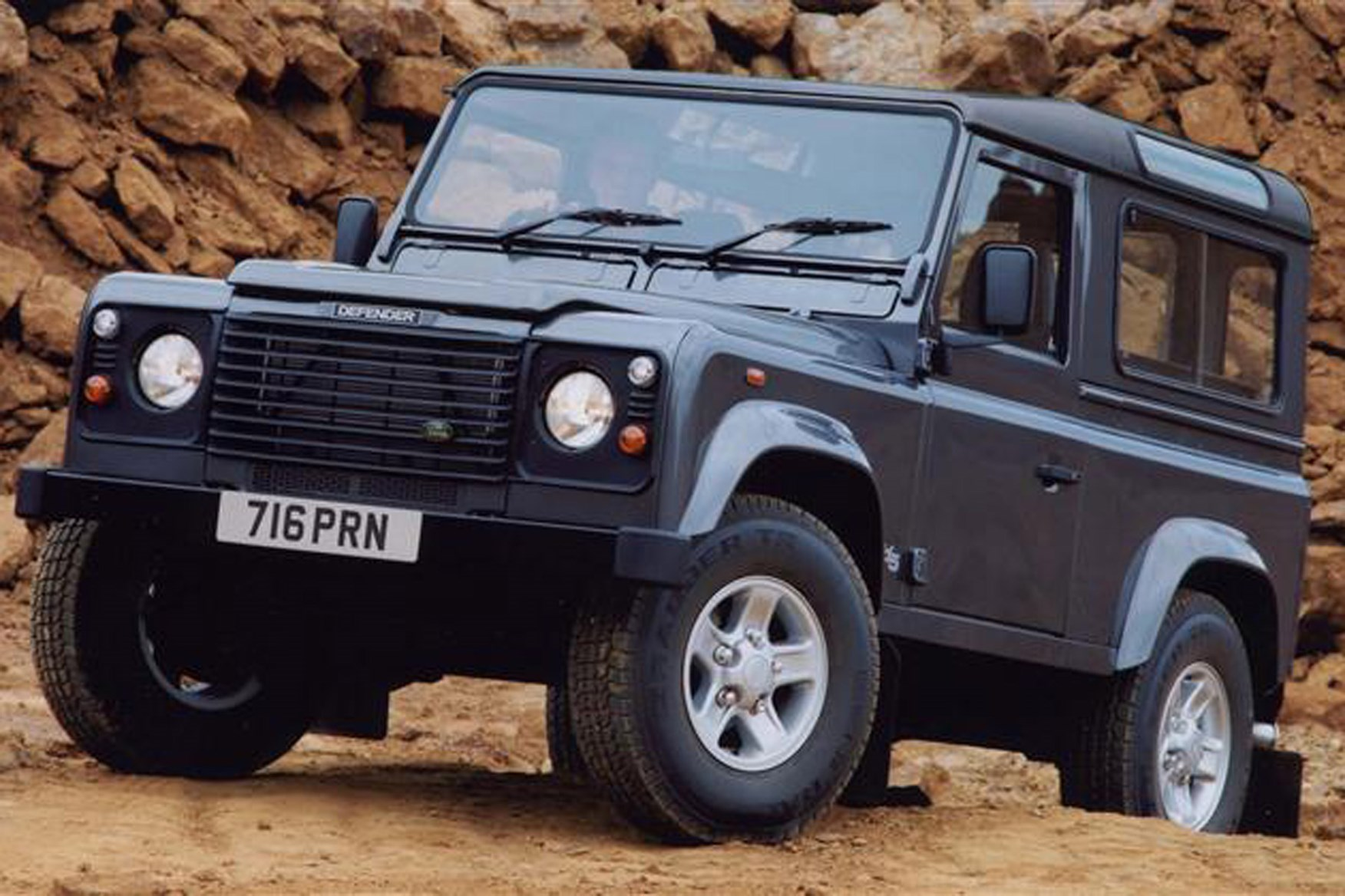 Land Rover Defender review on Parkers Vans - Defender 90 exterior