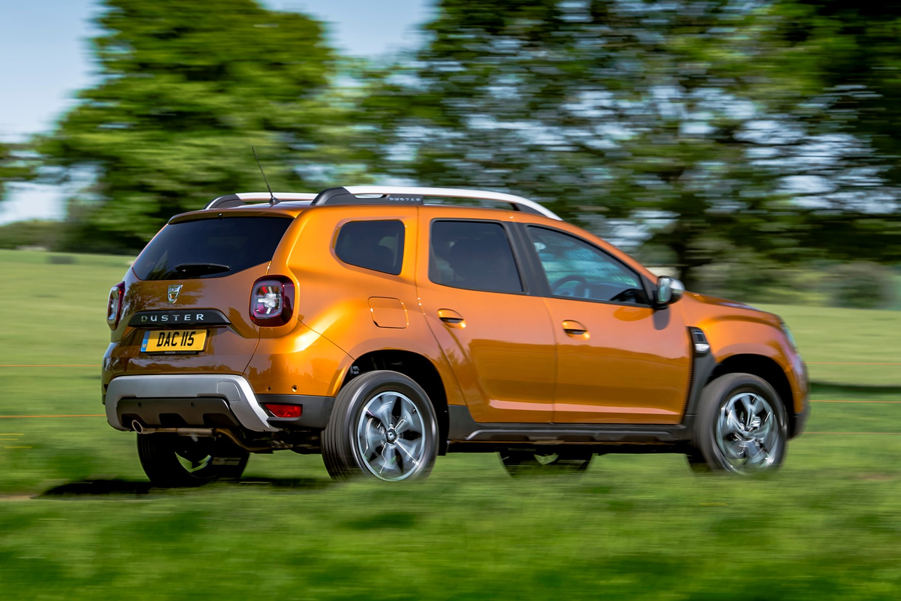 dacia duster suv review driving parkers. Black Bedroom Furniture Sets. Home Design Ideas