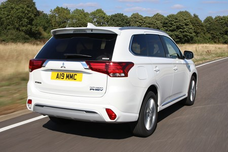 Mitsubishi Outlander receives a boost for 2019 | Parkers
