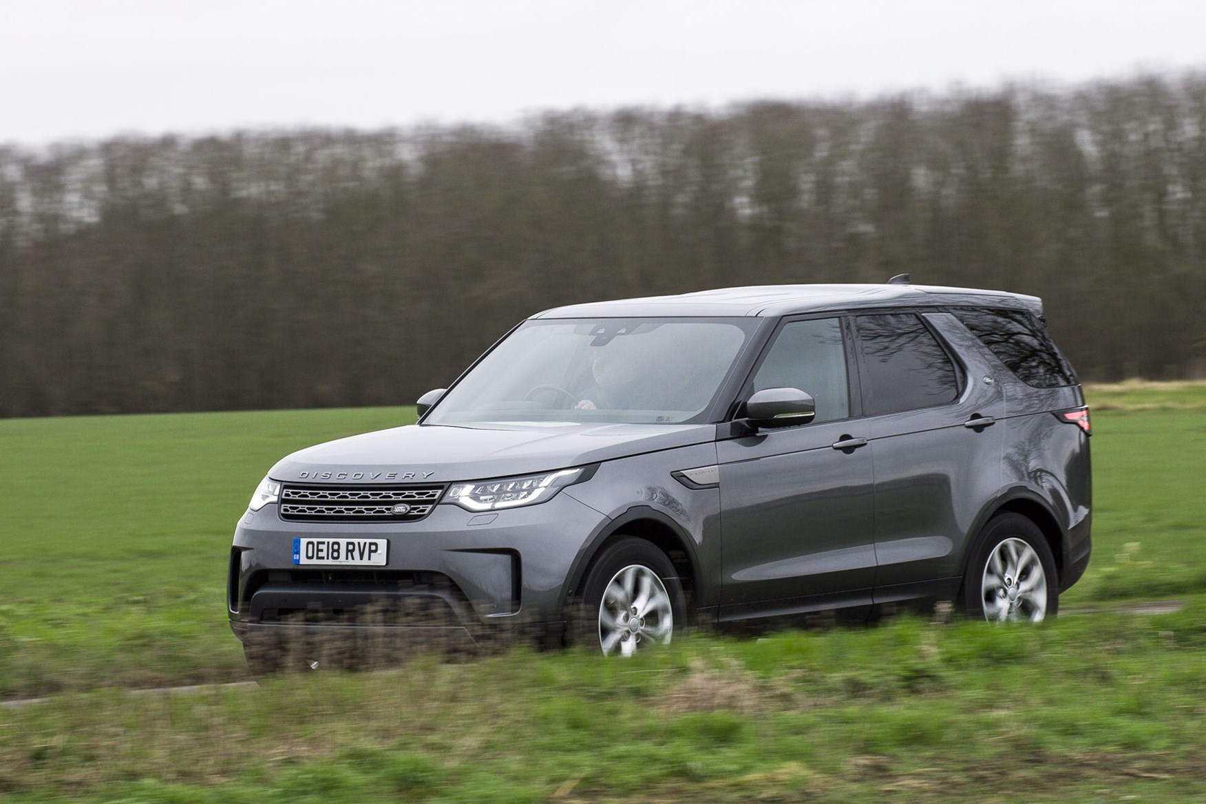 Land Rover Discovery Commercial review (2020), front side view, driving