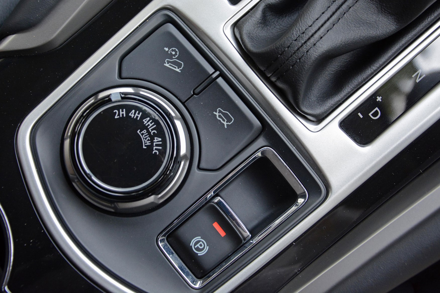 Mitsubishi Shogun Sport Commercial 4x4 van review - four-wheel drive selector