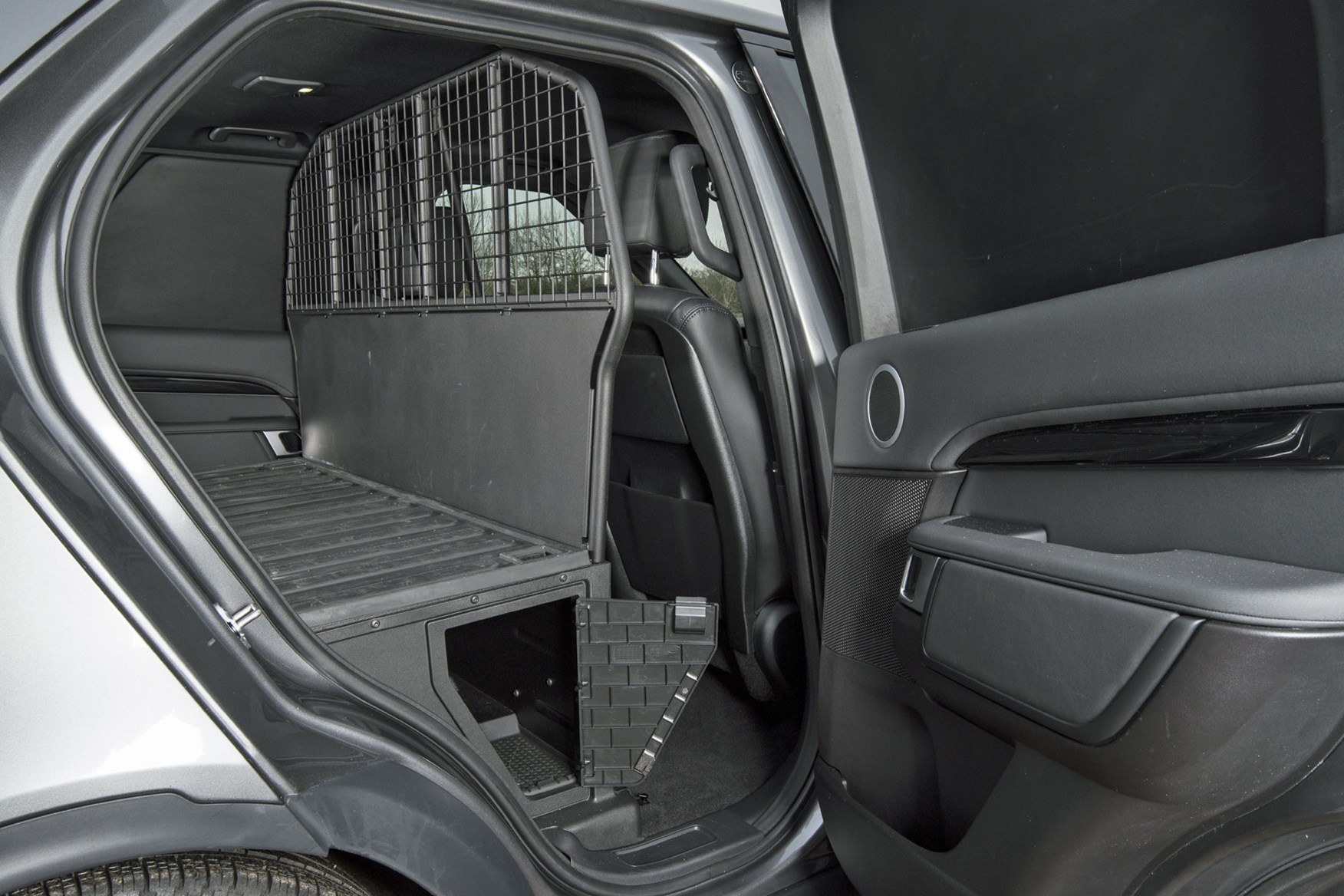 Land Rover Discovery Commercial - underfloor storage accessed through side doors