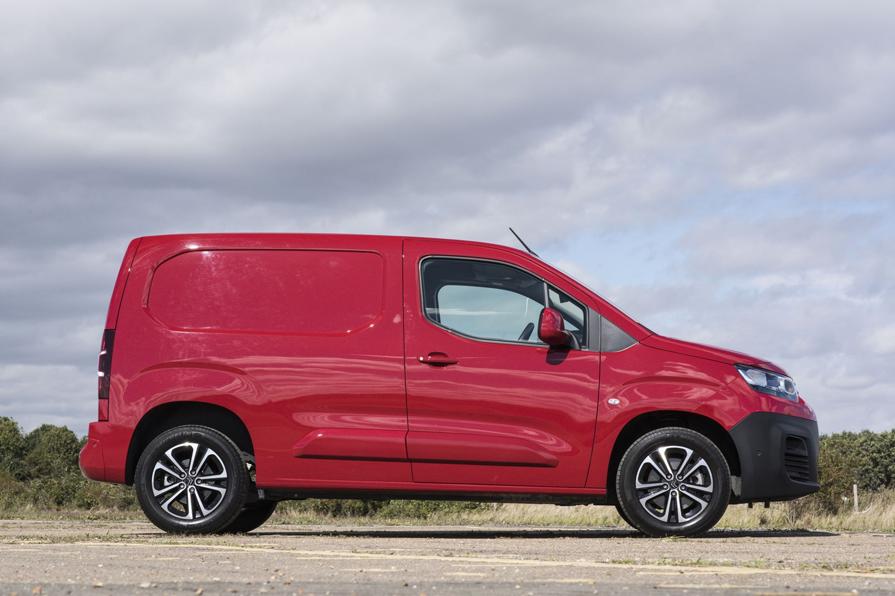 Citroen Berlingo van review - 2019 model, side view, red