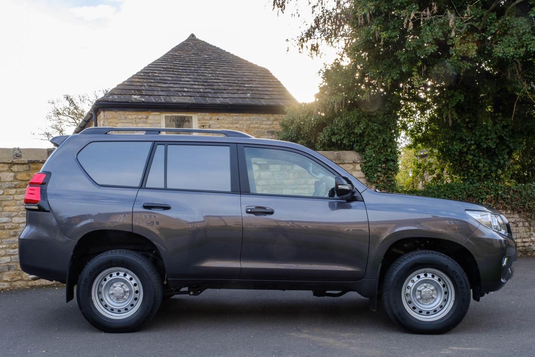 Toyota Land Cruiser Utility - LWB - side
