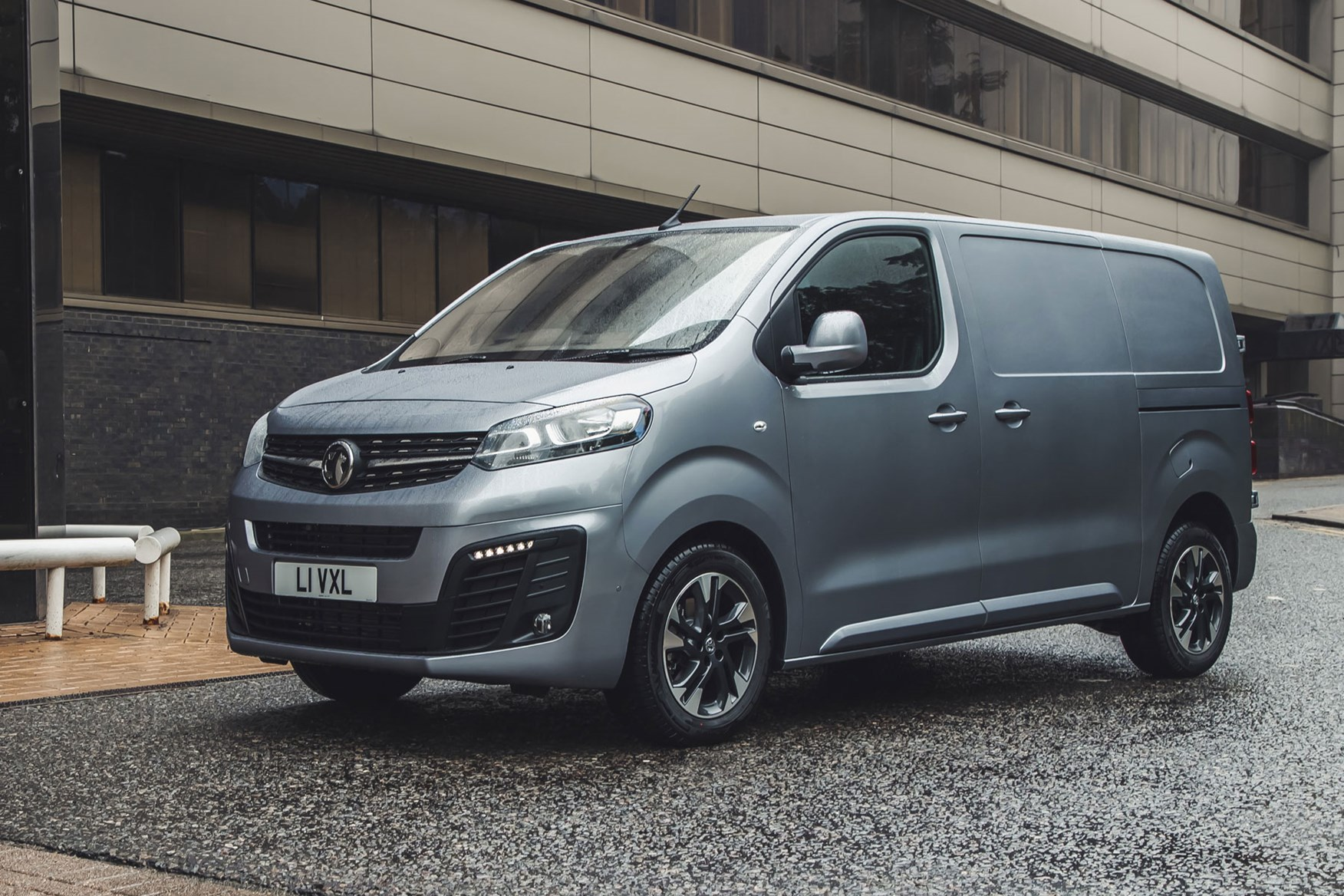 Vauxhall Vivaro review - front view, silver
