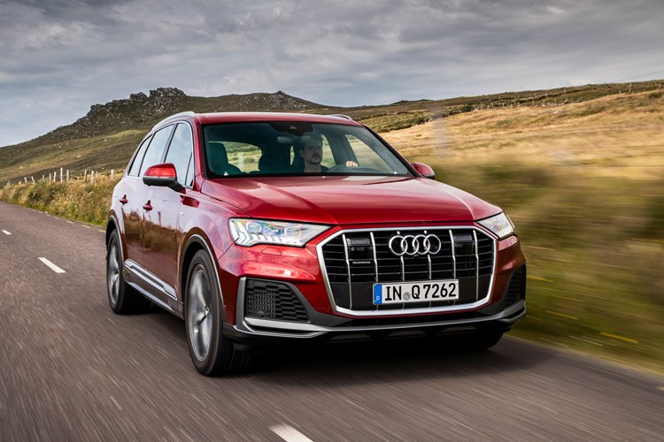 Red 2019 Audi Q7 front