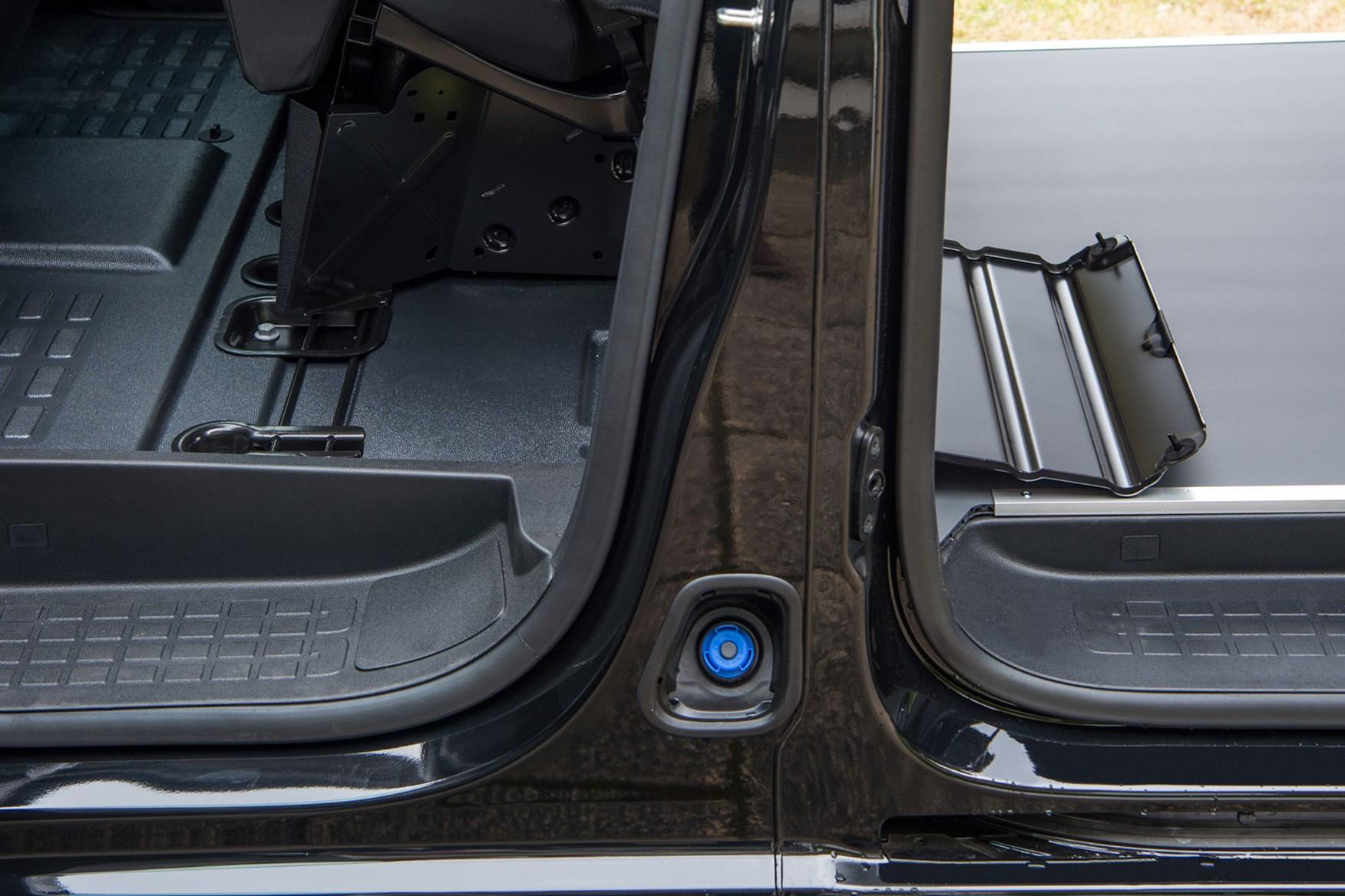 Vauxhall Vivaro FlexCargo load-through bulkhead, side view