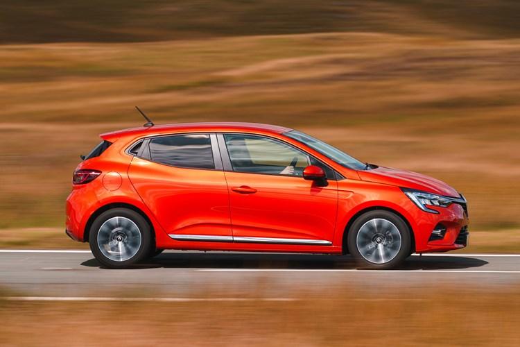 2019 orange Renault Clio