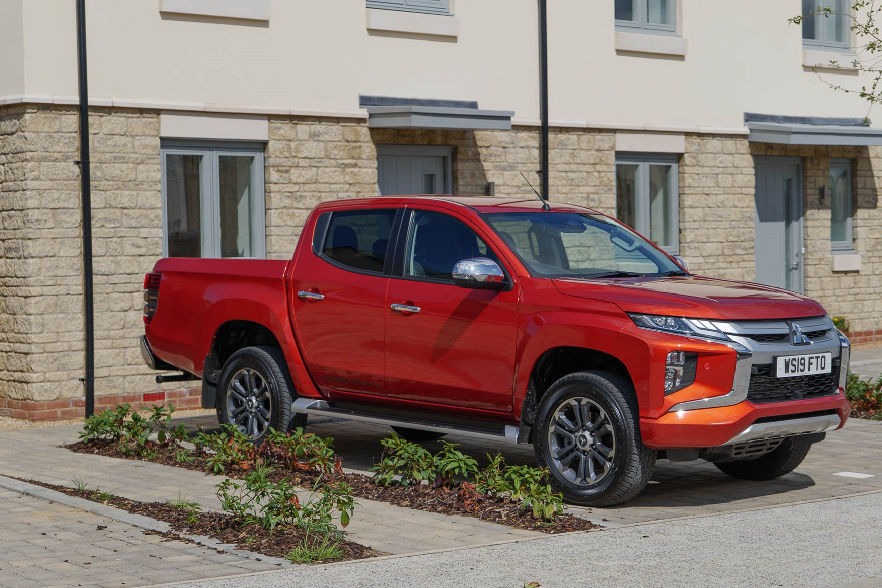 The 2019 Mitsubishi L200 Barbarian X fits on urban driveways comfortably, thanks to the narrow dimensions