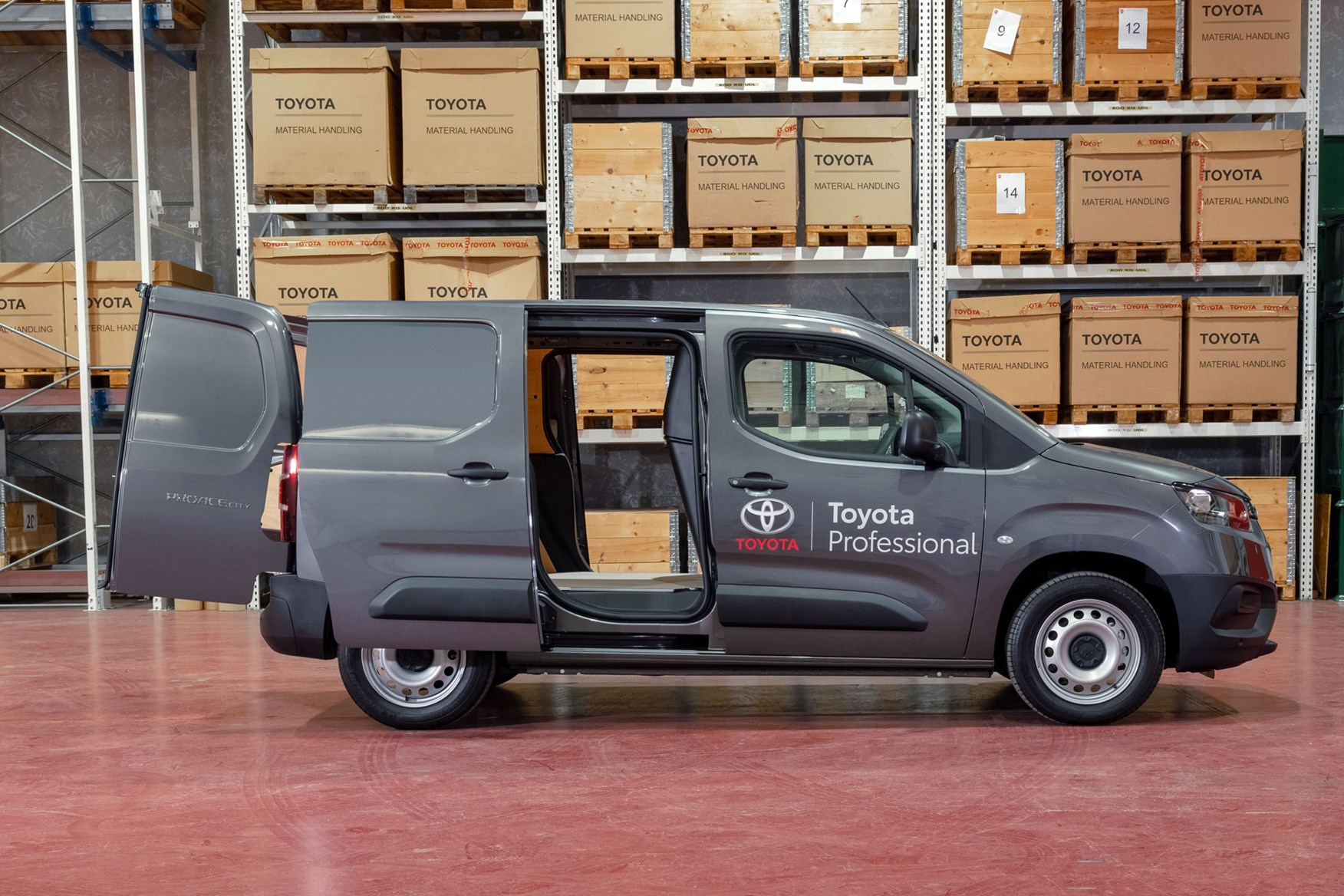 Toyota Proace City dimensions, SWB side view, doors open
