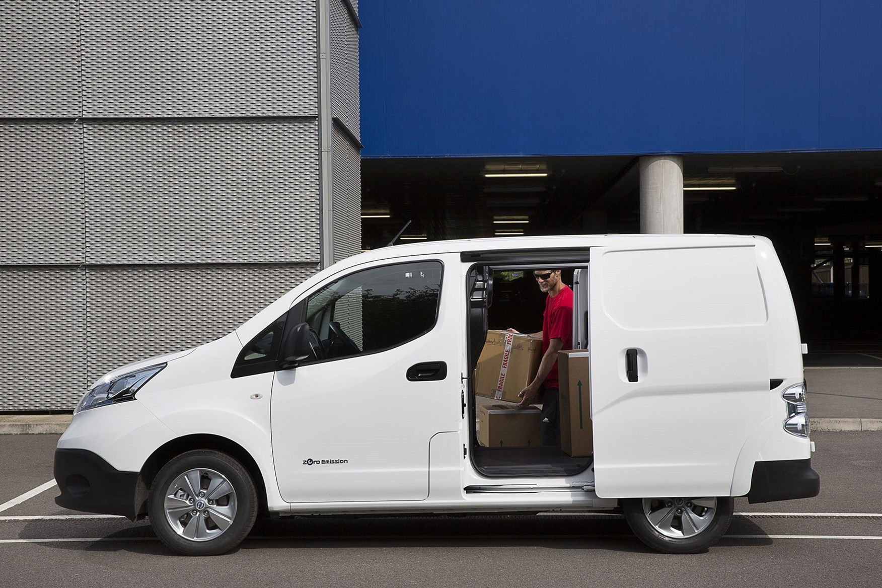 Nissan e-NV200 review, 2020, white, side view, being loaded