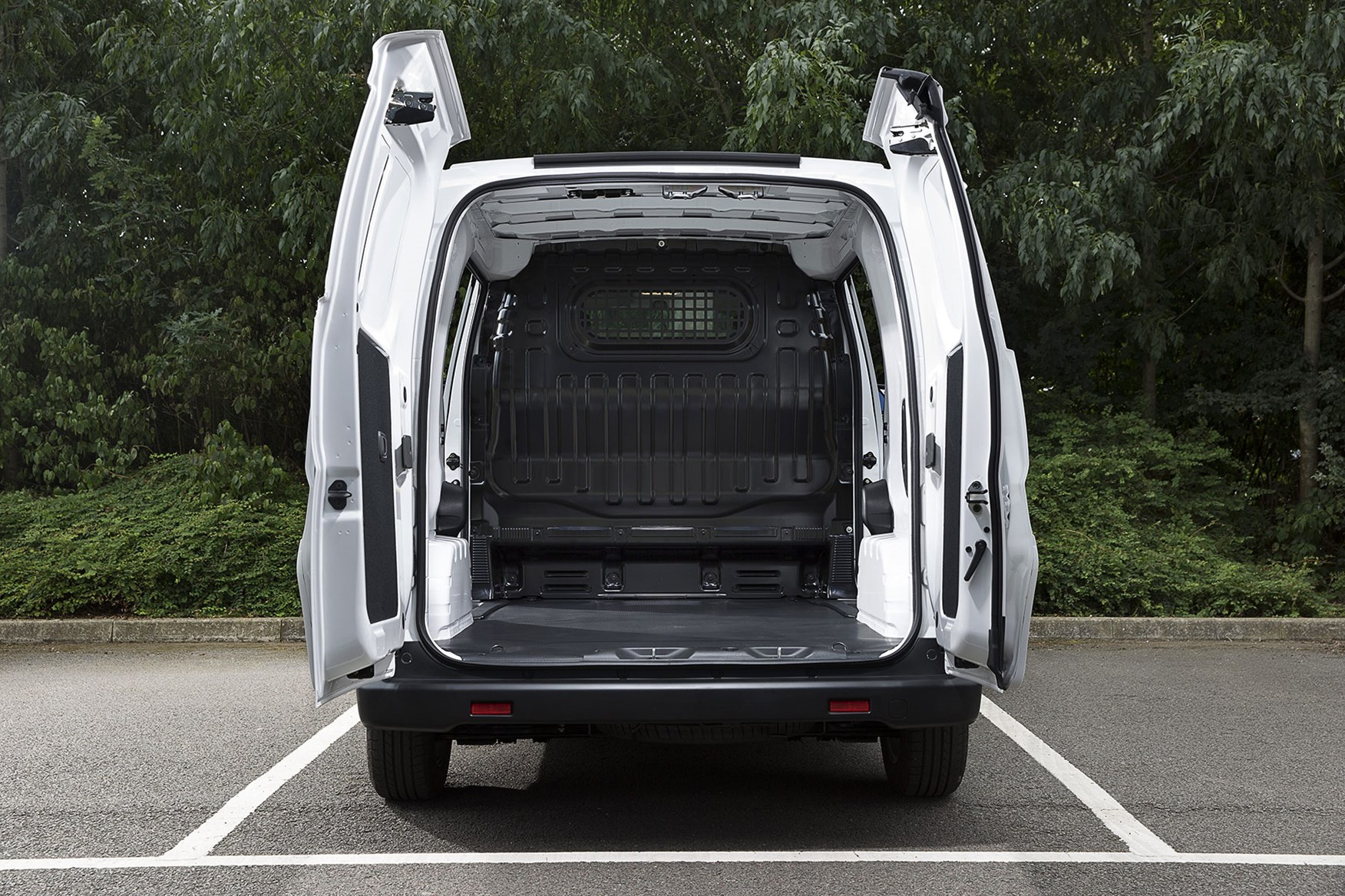 Nissan e-NV200 load area dimensions - dead-on rear view, doors open, 2020
