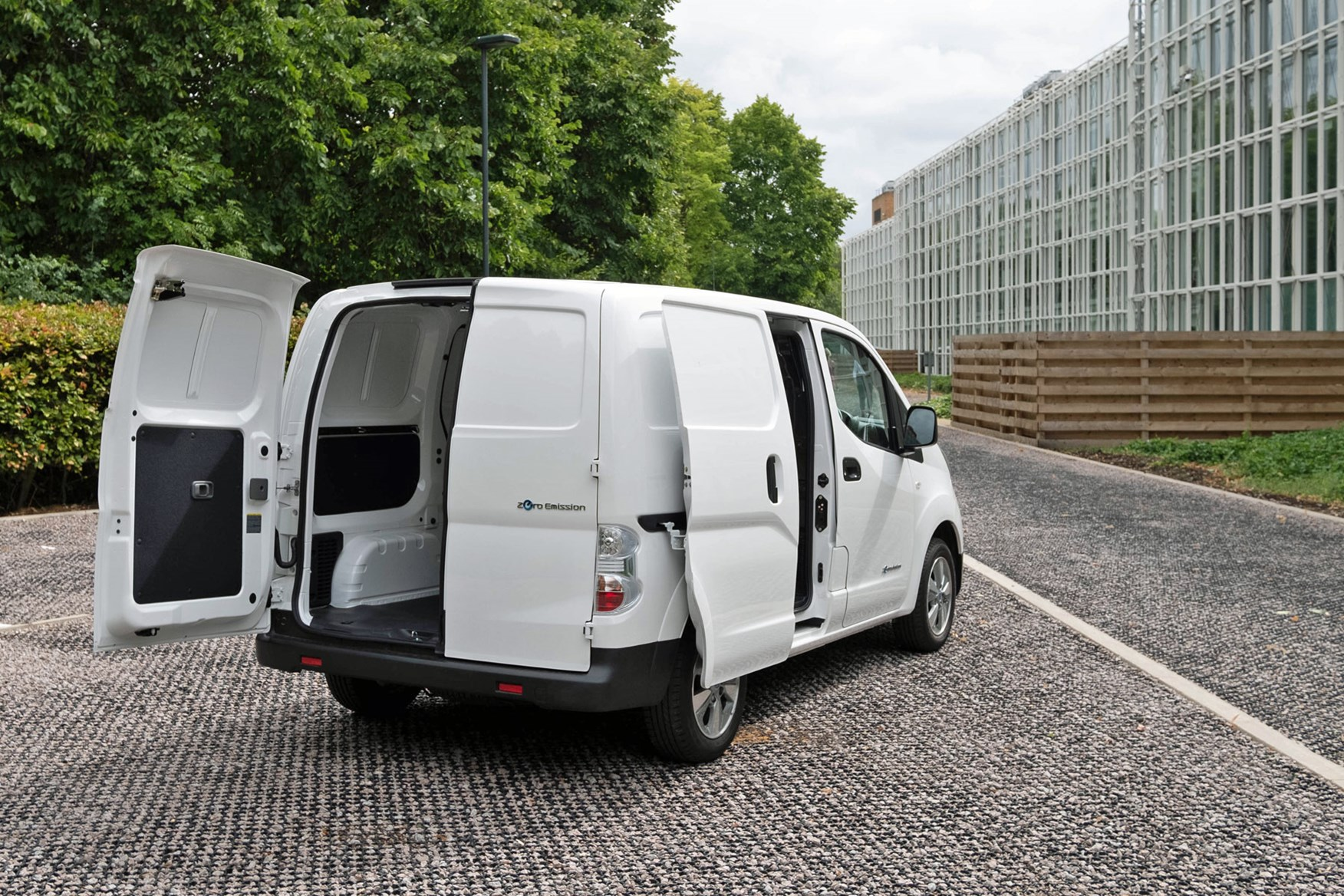 Nissan e-NV200 load area dimensions - rear view, doors open, 2020