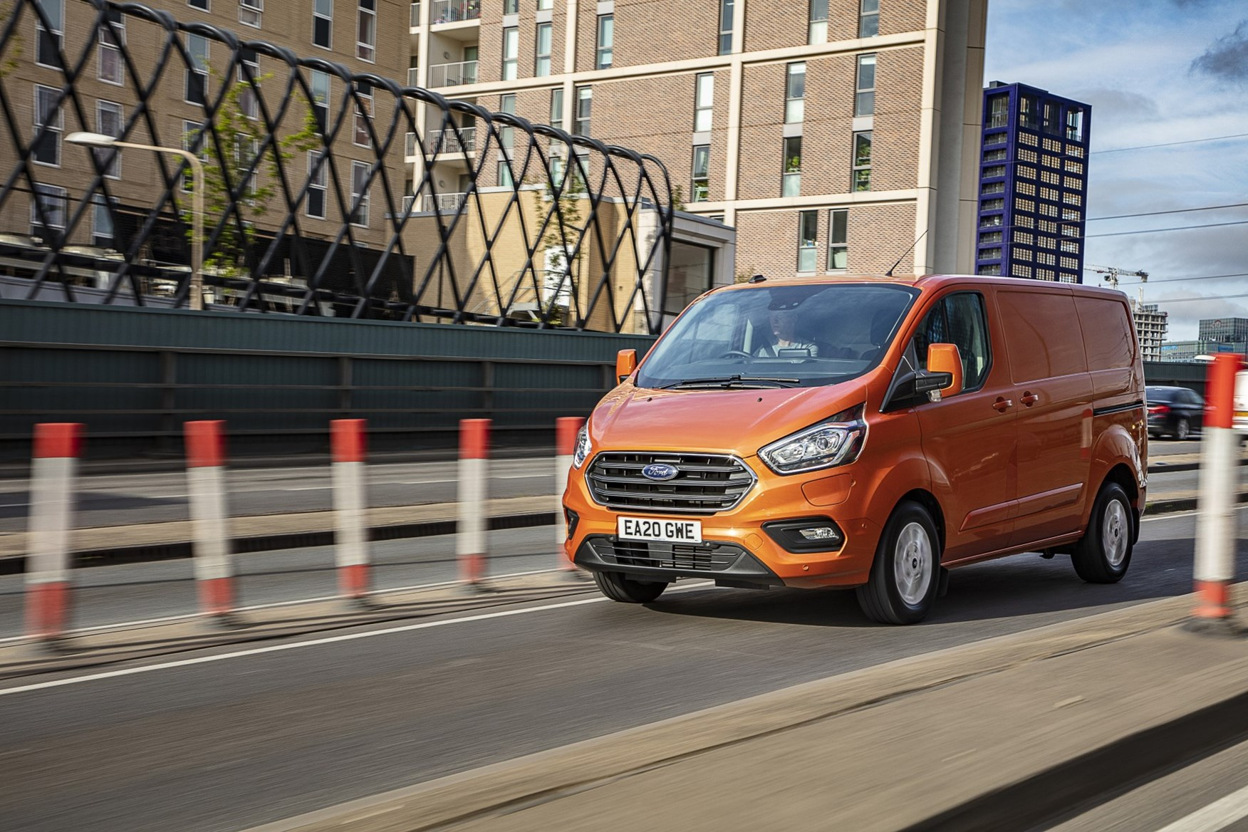 2020 Ford Transit Custom Plug-In Hybrid - front three quarter