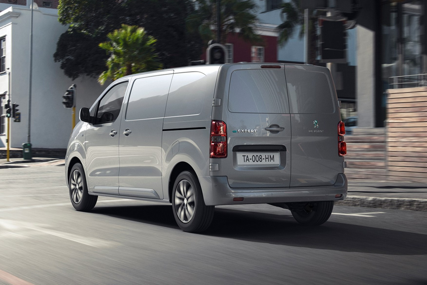 2021 Peugeot e-Expert rear tracking