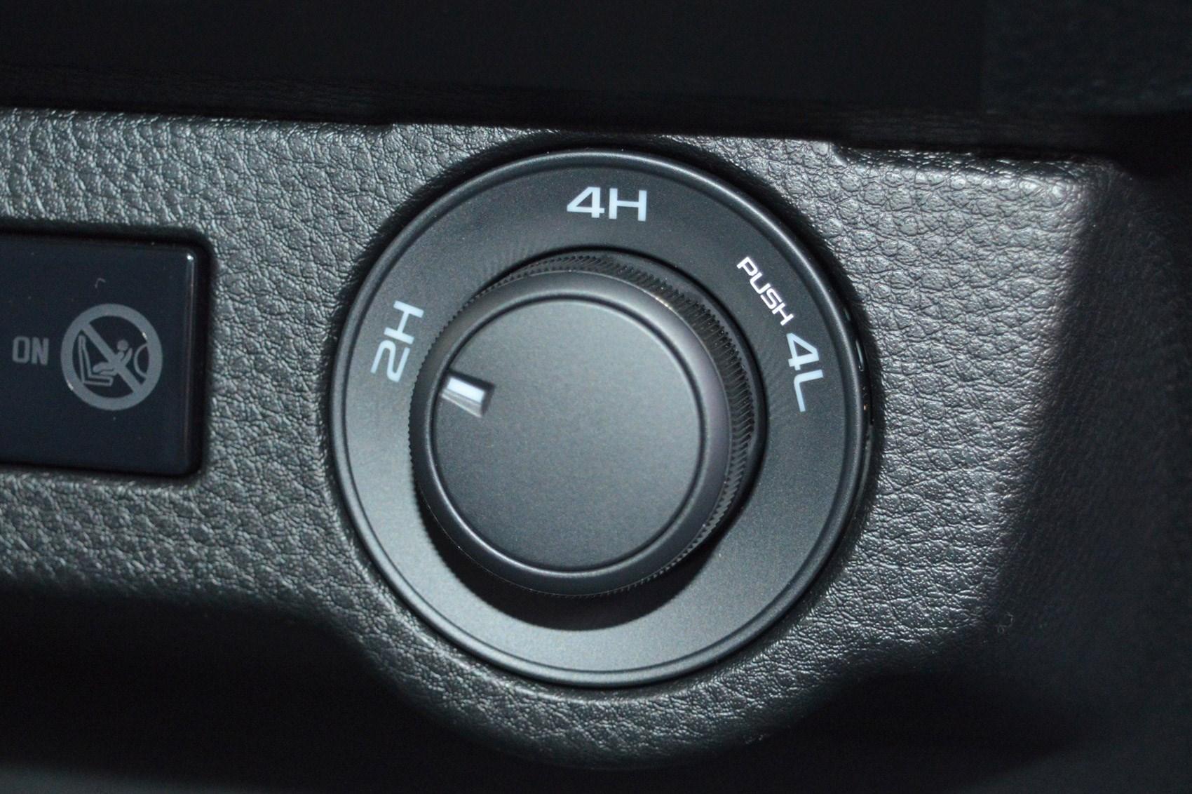 Isuzu D-Max review, 2021, four-wheel drive selector