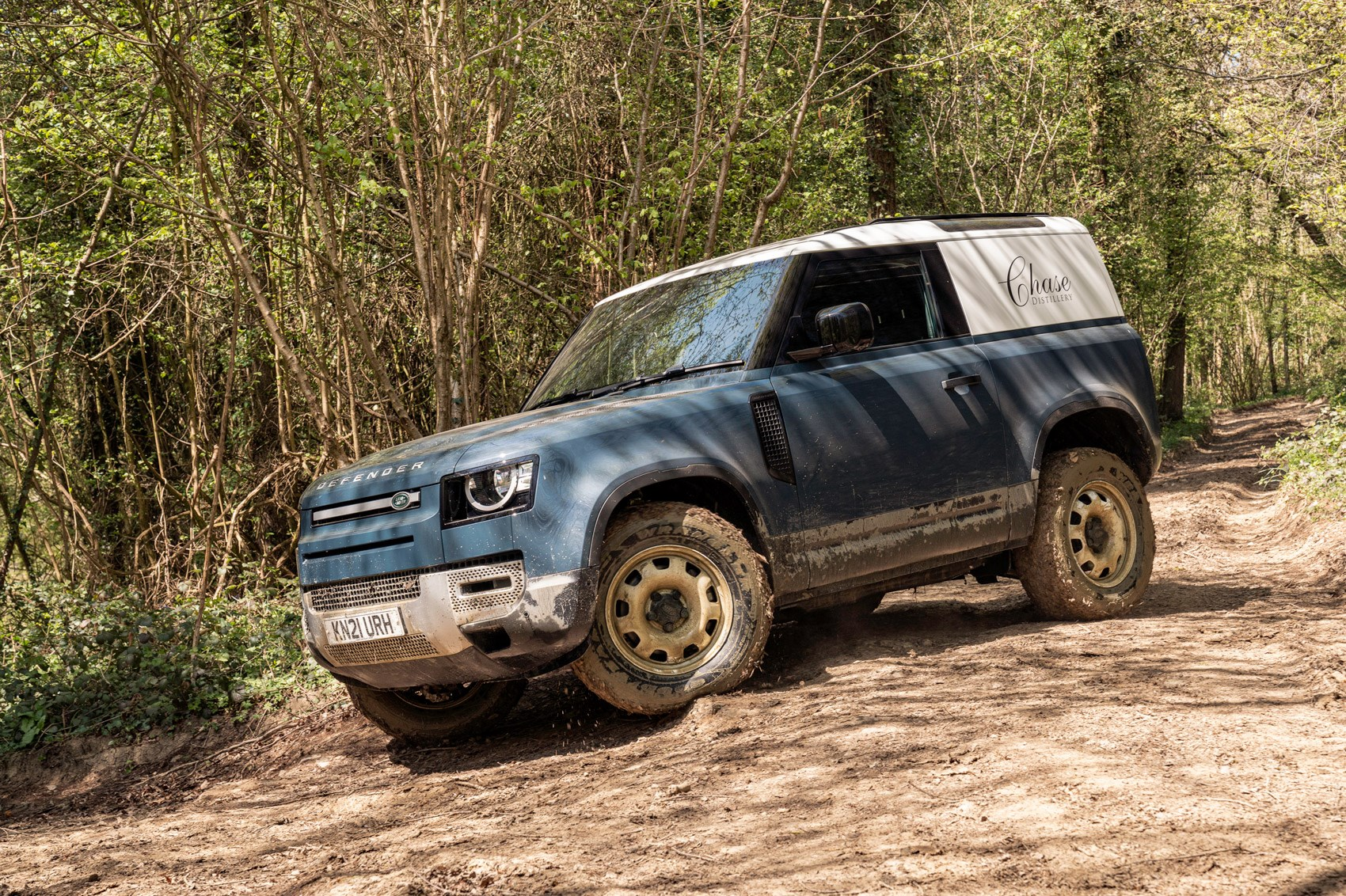 Land Rover Defender Hard Top review - commercial 4x4 - 90, turning corner off road