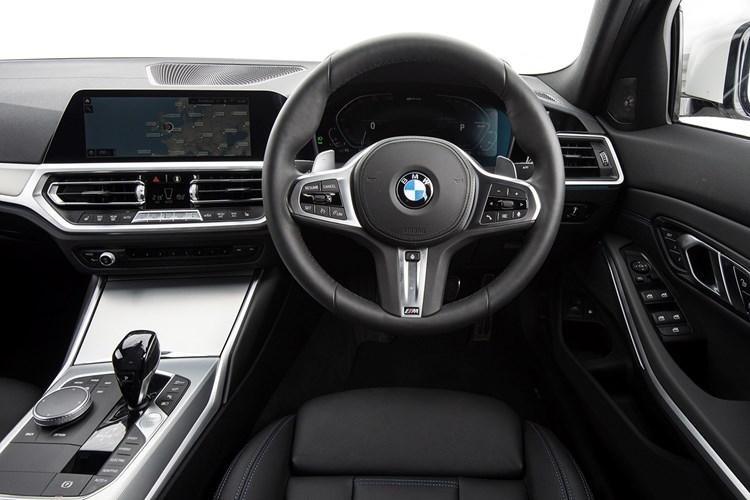 BMW 330e interior (2021)