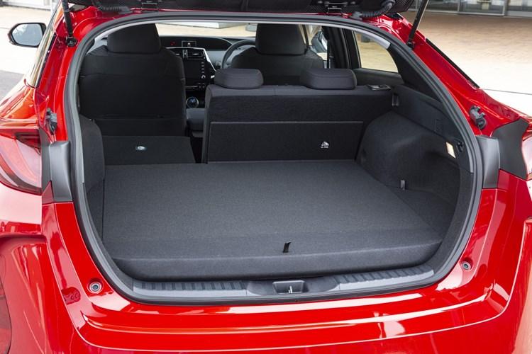 Toyota Prius Plug-in - boot