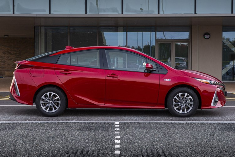 Toyota Prius Plug-in - side profile