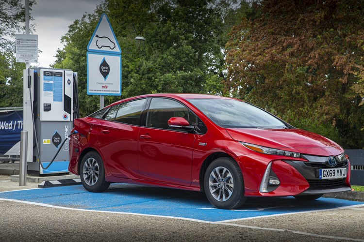 Toyota Prius Plug-in - charging